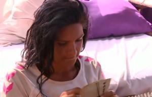 Almeda annesinden gelen mektubu gözyaşlarıyla okudu!