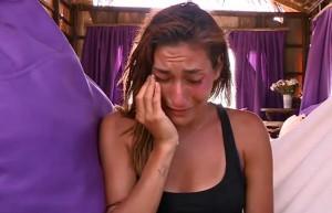 Berna annesi ve babasından gelen mektubu gözyaşlarıyla okudu!